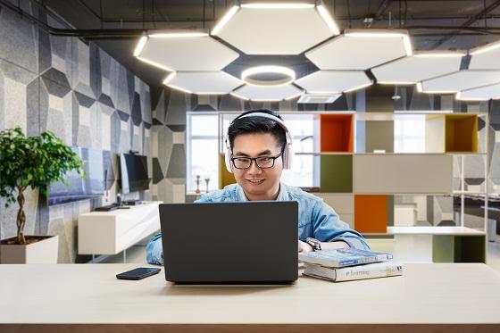 Kuliah Online di Kantor