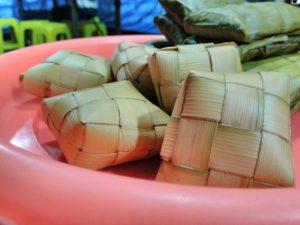 Ketupat dibuat dari Daun Kelapa