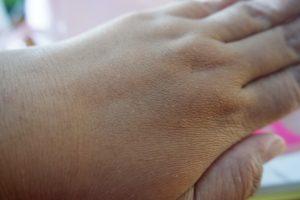 tips-memilih-serum-pemutih-badan-yang-aman-dan-nyaman